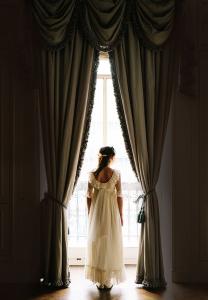 vestido-de-comunion-con-escote-en-la-espalda